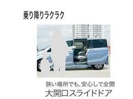 電動スライドドア付き!リモコン操作も可能です。お荷物を車内に乗せる時や小さいお子様がいる方はとっても重宝されております。さっかく購入なら電動スライドドアはいかがですか??