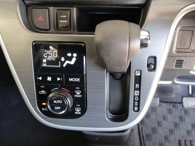 オートエアコン付です☆室内の空調管理も簡単操作で運転に集中出来ます。表示の温度設定で、細かな室内温度管理も出来ます♪高級グレードの証ですね☆