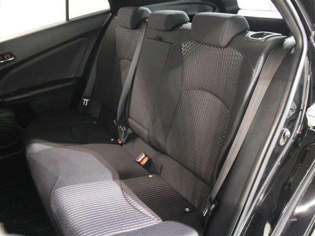 3人掛けのセカンドシートです!疲れにくい、快適で座り心地のいいシートで快適なドライブに出かけましょう♪