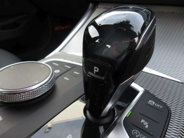 ステップトロニック搭載ですので、マニュアル感覚でドライブが出来ます。運転の好きな方には欠かせない装備です!