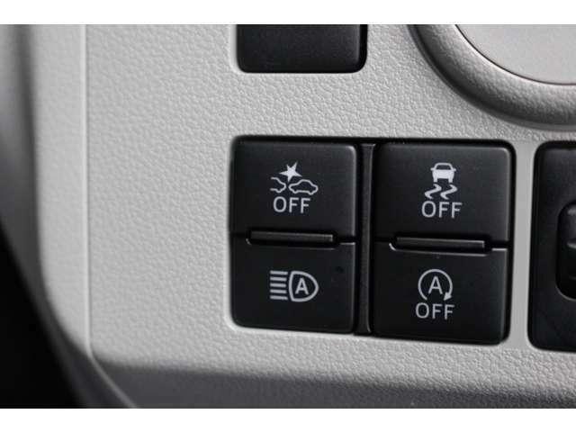【衝突被害軽減ブレーキ】運転中の様々な状況で歩行者や車にぶつからないようにサポートする機能です。衝突の危険を検知・警告し、状況に応じてブレーキアシストや自動被害軽減ブレーキを作動させます。