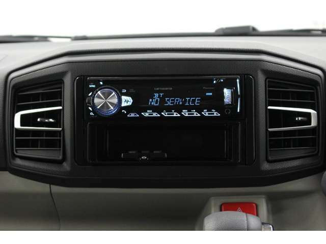 【CDラジオ】CDとラジオが聞けるシンプルなオーディオです。通勤や近場での買い物で使うなら十分ですよね♪