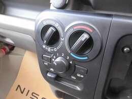 シンプルで使いやすいダイヤル式のマニュアルエアコンです。