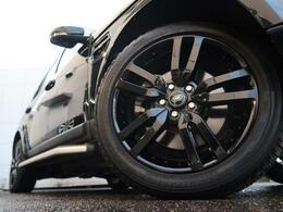19インチ5スプリットスポークブラックホイール装備!力強さと重厚感を感じさせる立体感のあるスポーク、車体全体のバランスを考慮した洗練されたデザイン性でディスカバリーの魅力を際立たせます!