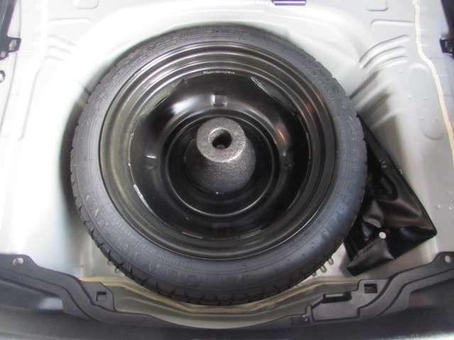 まさかのタイヤパンクも、安心の応急用スペアータイヤ、ジャッキ等の工具もこのラゲージ下のスペースに収納。
