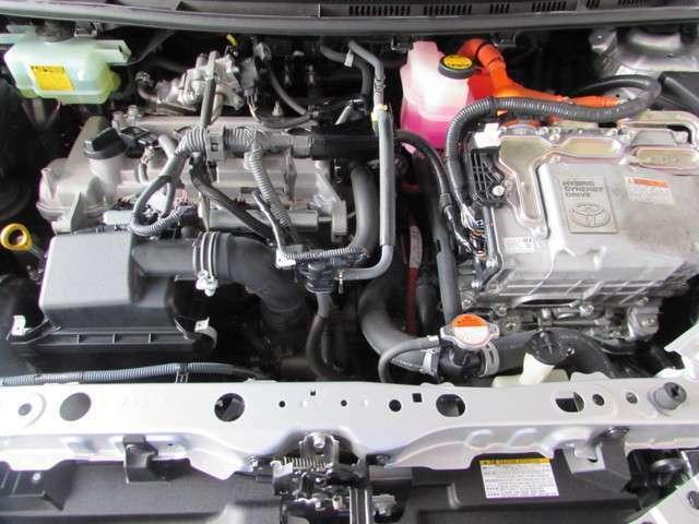 1500ccエンジンと電気モーターでハイブリッドならではの経済性とパワー、モーターとエンジンの長所を活かしながら、低燃費と優れた走りを両立。