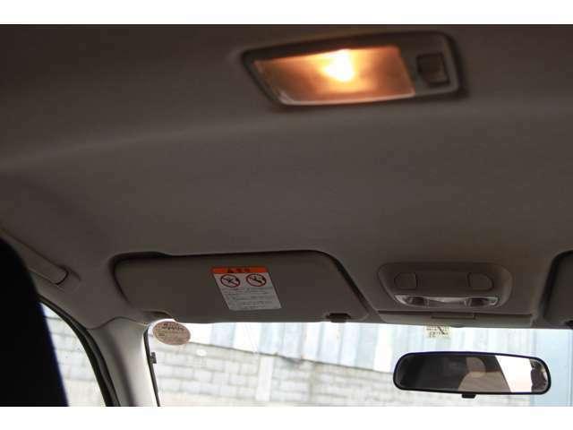 後部座席やトランクも広く、実用性もあります。
