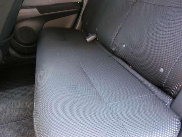 後部座席の足元にもしっかりとスペースがあります!