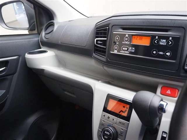 ドライバー目線の画像です。CDチューナー、エアコンスイッチが一か所にあるので操作がしやすいです!