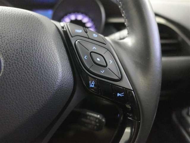 衝突回避支援パッケージ付!車線を逸脱する場合ブザーとディスプレイ警告をする【レーンディパーチャーアラート】や先行車に追従走行を行う【追従機能付レーダークルーズコントロール】が安心ですね♪
