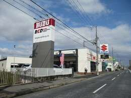 『BUBU』こちらの看板を目印にご来店下さい
