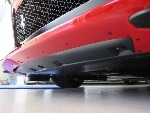 フロントバンパー下、リアデフューザー下共にとても綺麗です。TEL 03-6915-4170 MAIL info@tisports-motor.com  お問い合わせください。
