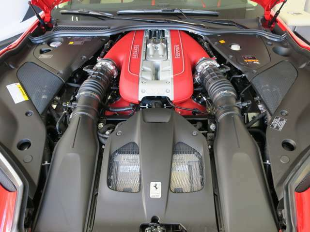 エンジンスペック⇒V型12気筒 MAXパワー 800馬力/8500rpm MAXトルク718Nm/7000rpm 車両寸法⇒全長466cm全幅197cm全高127cm車両重量1790Kg カタログ値