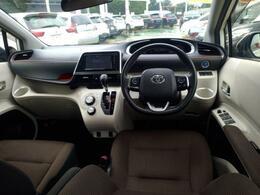明るめのパネルと落ち着いた配色のシートで、車内も柔らかい印象に纏まっています!