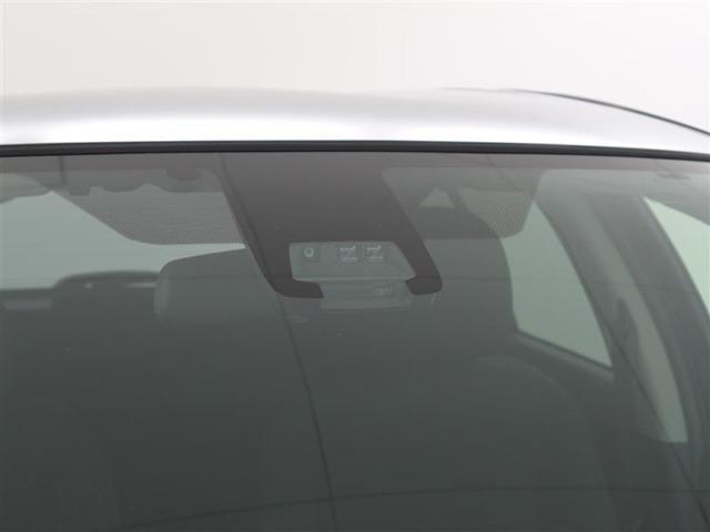 衝突軽減装置付き。目印はフロントガラス中央の単眼カメラ。