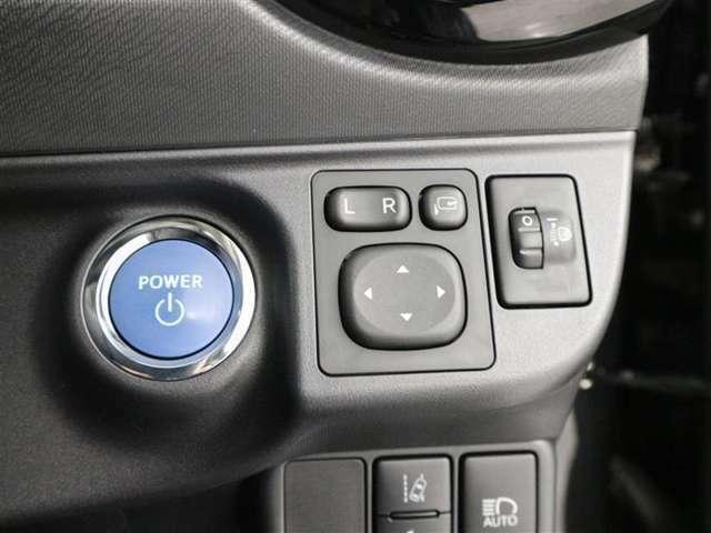スマ-トエントリ-&スタ-トシステム:スマ-トキ-を携帯していれば、キ-を取り出す事無く、ドアの解錠・施錠が出来ます。ブレ-キを踏みながらパワ-スイッチを押すだけで、ハイブリットシステムが始動します。