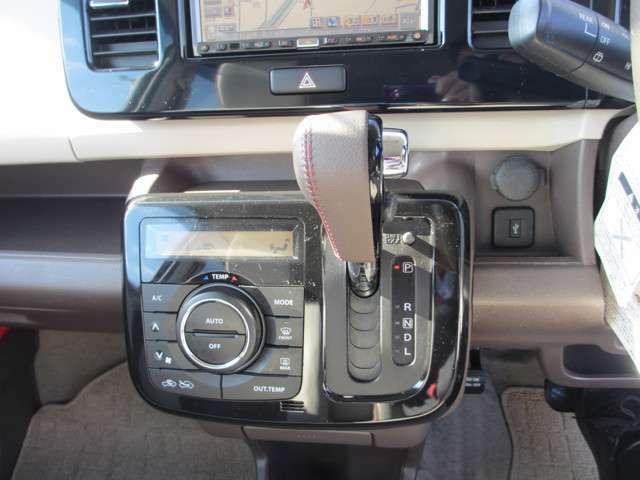 オートエアコン装備ですので、とっても快適!常にお好みの温度に調整できます!