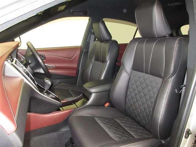 ただ座るだけで心地よい、特等席と呼ぶにふさわしい上質なシートです。運転席8ウェイ、助手席4ウェイパワーシート。