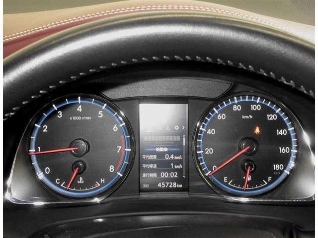 高精細な4.2インチ液晶画面を装備。運転に必要な情報をカラーで表示します。