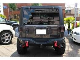 アンリミテッド サハラ 4WD MOABカスタム FUELホイール 新車並行 左ハンドル アルパイン8インチナビ 内装レッドレザーシート張替 車体カラー:グラナイトメタリッククリアコート 8インチリフトアップ