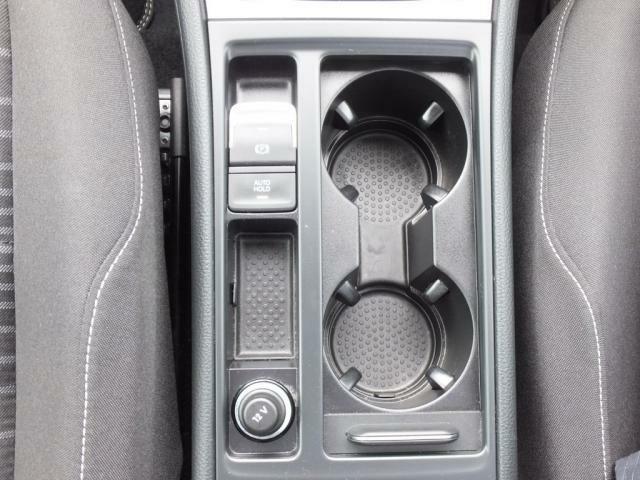 電動パーキングを採用しておりワンタッチでサイドブレーキのロックと解除が行えます。