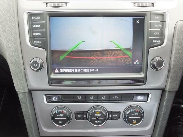 バックカメラ映像です。鮮明な映像により駐車もより簡単になります。