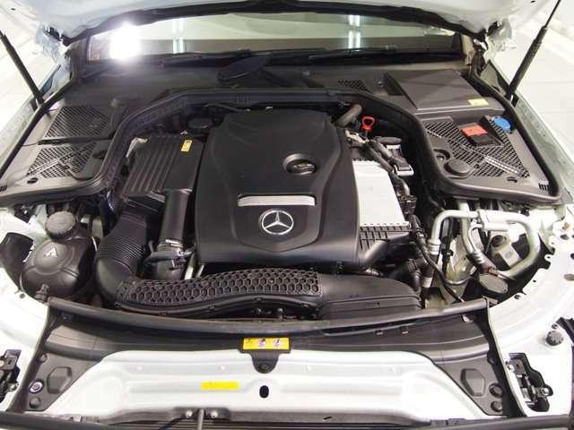新世代の1.6リッターターボエンジンを搭載。前型のエンジンと比較して、馬力はそのままに小排気量化を行い、低燃費化を達成。その軽快な走り味をメルセデス専門店のアドバンス横浜町田店でご堪能下さいませ。