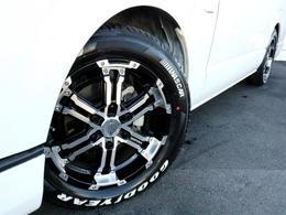 デイトナFDX 17インチAWを装着済み! タイヤはグッドイヤー ナスカーホワイトレタータイヤが合わせてあります。