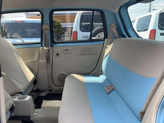 見てください! なんて可愛いシートなんでしょう! なんて素敵なお色のシートでしょう! 海のない埼玉県人もビックリ青冷めるような、とっても綺麗なオーシャンブルー! 愛車の中が、まるで青の洞窟になります!