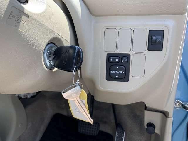 装備としては、純正セキュリティシステム、Wエアバッグ、キーレスKEY&スペアKEY、ヘッドライトレベライザーなどなど! 特に目立った装備は無くノーマルな車両ですが、最低限の装備がついてますので安心です