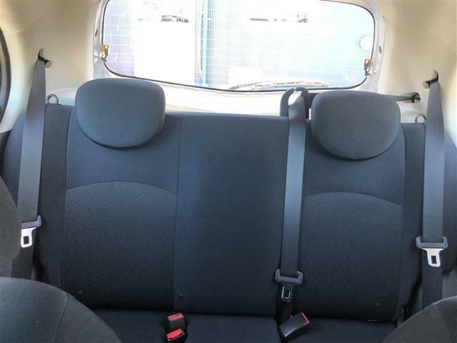 シート等に焦げやシミはございません!後部座席のゆとりもおすすめで快適です!