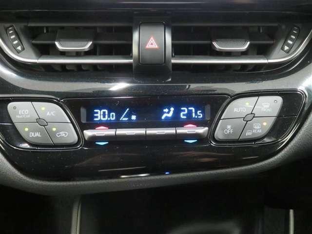 お好みの温度を設定すれば、お任せで室内空間を快適に保ってくれるオートエアコンを装備。運転席と助手席で温度を変えることができます