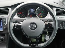 ●シンプルかつ機能的なPeoples Carを表現するインテリア。適度なタイト感と、圧迫感を感じない横方向への広がりを高いレベルで実現します。