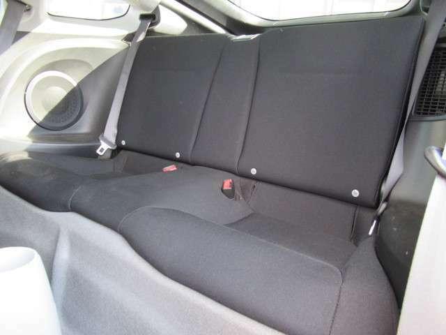 CR-Zの乗車定員は4人となります。