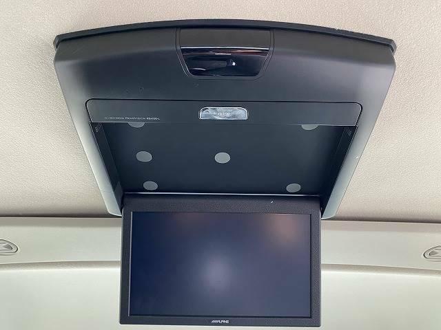 10型フリップダウンモニターを装備!!ロングドライブに最適です!!