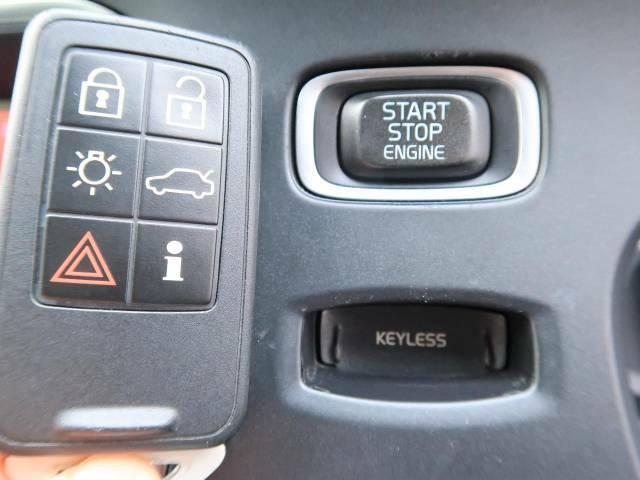 【キーレスエントリー】ドアハンドルに上または下から手を差し入れるだけでドアの開錠ができるのでとっても便利!施錠はドアハンドルのへこみ部分(感応式ロックスイッチ)に触れればOK。