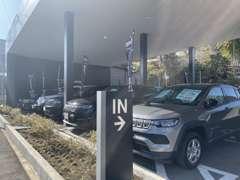 ジープ認定中古車常時80台以上の総在庫がございます!!
