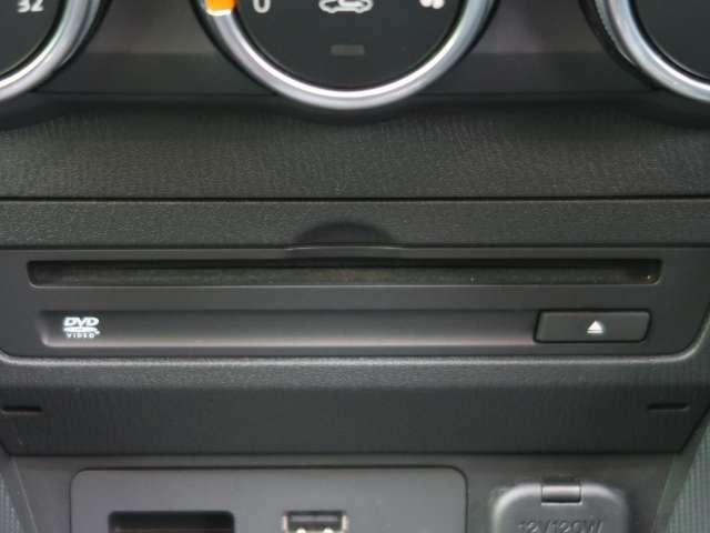 【DVD/CD/フルセグ】オプション設定の装備です。走行中視聴できるTV・ナビキットも販売中です。