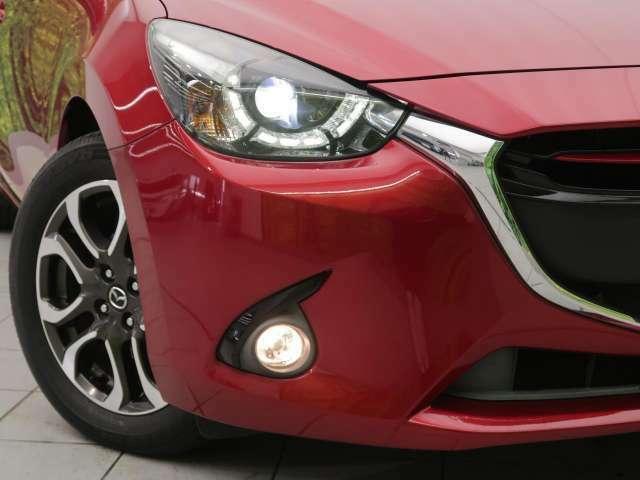 【シグネチャーランプ付LEDヘッドランプ/オートランプ/フォグランプ】夜間の視認性を高める進化したアダプティブLEDヘッドライト。ドライバーの危険認知をサポート。