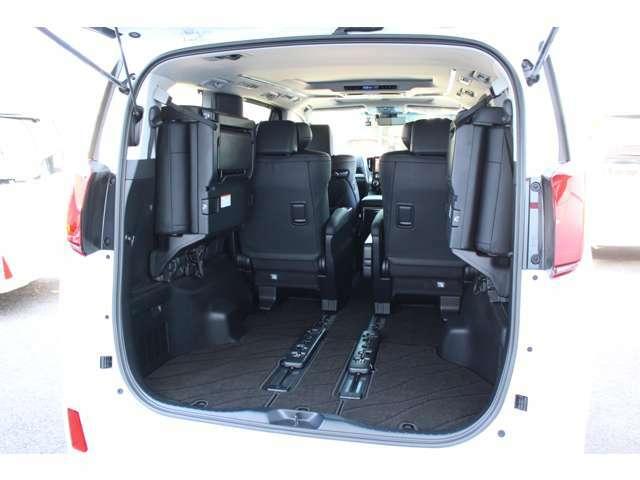 サードシートは左右別でシートの跳ね上げが可能!!荷物に応じてシートアレンジ可能です。