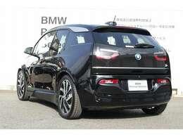 BMW認定中古車は、ドイツ本社と同様の教育・訓練を受けたBMW専門のメカニックが100項目以上のポイントを徹底的にチェックし、厳選した車輌のみを販売しております。