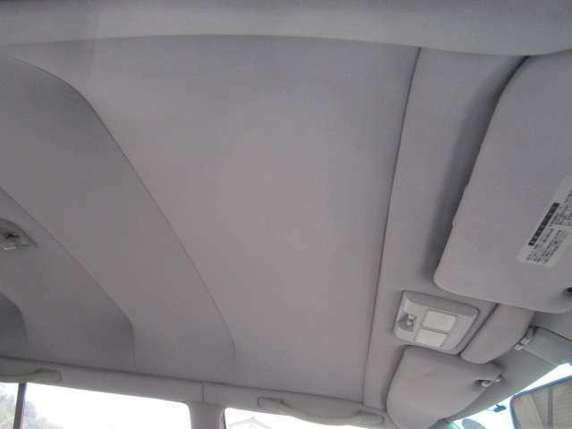 シートや天井には、目立つ汚れや擦れ等見当たりません。