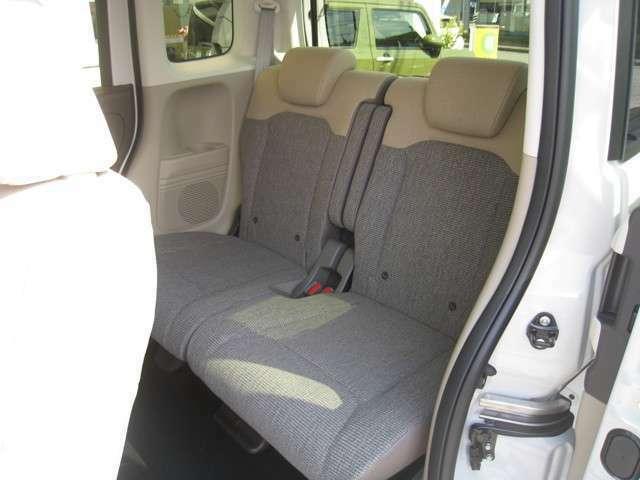 フロアーマット装備済!やさしい内装色で広々とした車内です(^^)/内装もピカピカです(^^♪