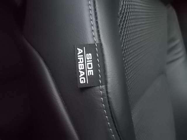 ジェイドでは、1列目シート用i-サイドエアバッグシステムに加え、1~2列目からリアクォーターガラスまでをカバーするサイドカーテンエアバッグを標準装備。
