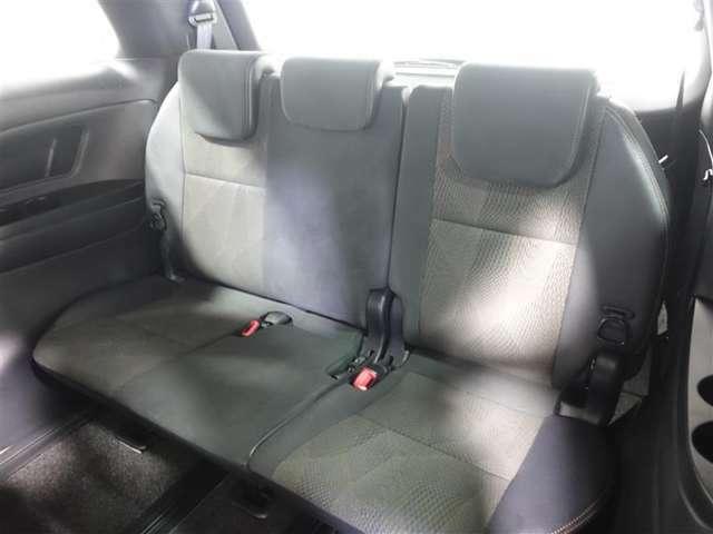サードシートもしっかりスペースを確保。3人がゆったりと乗れます!