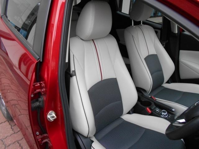 運転席の状態もグッド!立体感があり、シート中央部とサイド部をくっきりと分断したサポート性の高い形状のシートは「人馬一体」感を強く演出します。