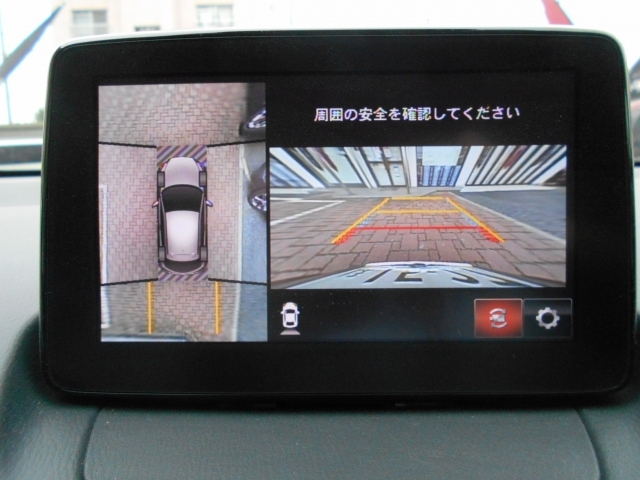 狭い場所での駐車、狭い道でのすれ違い、T字路への進入時などで、確認したいエリアの状況が直感的に把握できる360度ビューモニター。