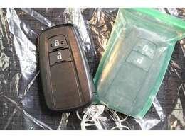 スマートキーを携帯していれば、キーを出さなくてもドアの施錠・解錠できます。