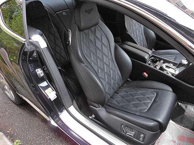 シートヒーター&ベンチレーター、マッサージ機能までついたフロントシートはとても快適です!