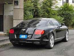 W12 6000ccターボエンジンと4WDシステムで高い走行性能を誇ります!